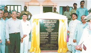 Rajendra Darda with chief minister Vilasrao Deshmukh and deputy chief minister Chhagan Bhujbal at the inauguration of hostel for sons of martyrs built from the Lokmat Kargil Fund, Aurangabad