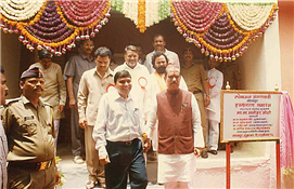 Rajendra Darda with Chief Minister Manohar Joshi at inauguration of Anganwadi at Sastur in Latur district, the village that was hit by earthquake. Also seen is cabinet minister Chandrakant Khaire. Sastur, Latur August 23, 1996