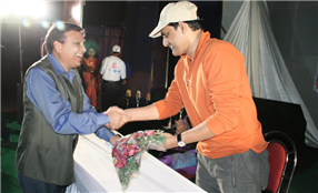 Rajendra Darda with cricketer and MP Mohammad Azharuddin.