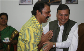 Rajendra Darda with Marathi actor Makrand Anaspure.