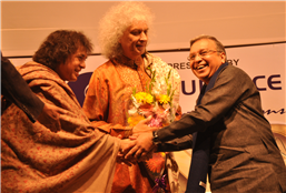 Rajendra Darda with tabla maestro Zakir Hussain and Santoor player Shivkumar Sharma.